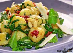 Ñoquis con rúcula, piñones y tomates secos