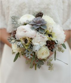 Loving the colour palette of this gorgeous bunch of flowers, very vintage. (Christmas Inspired Bouquets | A Southern Tradition)