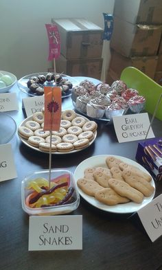 If you're planning a Westeros- themed party, or just want some suitably gory snacks to enjoy while watching 'Game of Thrones', we have some ideas for you! Game Of Thrones Food, Game Of Thrones Theme, Game Of Theones, Game Of Thrones Birthday, Game Of Thrones Premiere, Food Themes, Food Ideas, Got Party, Bunco Party