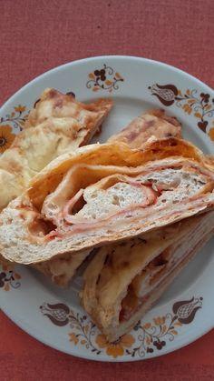 Stromboli, a pizzaszendvics Stromboli, Calzone, Tacos, Pizza, Ethnic Recipes, Food, Meal, Essen, Hoods
