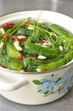 Малосольные огурчики - Finance tips, saving money, budgeting planner Vegetarian Recipes, Cooking Recipes, Healthy Recipes, Enjoy Your Meal, Great Recipes, Favorite Recipes, Appetizer Salads, Russian Recipes, Fermented Foods