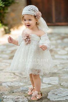 Inspire Idea of Flower Girl Dress for Wedding Party, Part 14 Fashion Kids, Lace Flower Girls, Flower Girl Dresses, Little Girl Dresses, Girls Dresses, Kind Mode, Little Princess, Baby Dress, Baptism Dress Baby