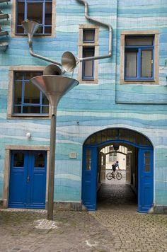 Hundertwasser-Gebäude in der Kunsthofpassage in der Neustadt (Dresden)