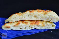 Focaccia cu mozzarella - CAIETUL CU RETETE Party Cakes, Mozzarella, Pizza, Bread, Restaurant, Food, Home, Shower Cakes, Breads