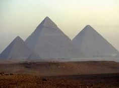 Keops Piramidi, Kahire