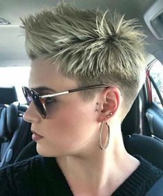 Top 11 Flattering Full Fringe Long Red Hairstyles for Women to Look Perfect in 2020 Edgy Short Hair, Short Hairstyles For Thick Hair, Short Pixie Haircuts, Trendy Hairstyles, Short Hair Cuts, Curly Hair Styles, Fringe Hairstyles, Pixie Cuts, Fashion Hairstyles