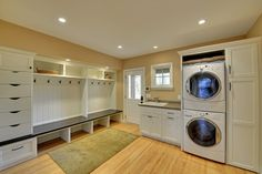 Mud Room/Laundry Room! Big laundry room for a big  family April Pearson...get ya one!!!!!!//o.m.g.