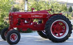 Just like the one me and dad restored together! <3 farmall 400