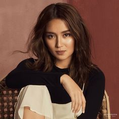 Kathryn Bernardo everyone Kathryn Bernardo Hairstyle, Kathryn Bernardo Photoshoot, Filipina Actress, Filipina Beauty, Creative Shot For Graduation, Amelia Zadro, Daniel Padilla, Brown Aesthetic, Celebs