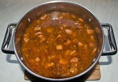 Dřevorubecká polévka.........ww.novomestskykuryr.info/010804-moje oblibene recepty.html#huspenina Curry, Ethnic Recipes, Food, Curries, Essen, Meals, Yemek, Eten