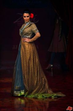 #sari #jacket  I would make this up almost exactly as it is here.   Absolutely gorgeous!