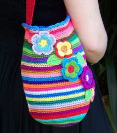 This reminds me of my bright personality, even when I feel down. Pick up a cute, crochet bag with pretty colors and flowers and it makes people smile (even if the holder feels like crap). Bag Crochet, Crochet Diy, Crochet Handbags, Crochet Purses, Love Crochet, Crochet Gifts, Crochet For Kids, Beautiful Crochet, Crochet Flowers