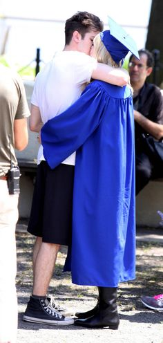 Emma Stone - Emma Stone and Andrew Garfield Kiss on the Set