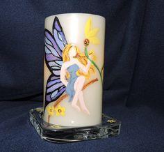 Belle main de fée haleté avec peinture acrylique environ 3 pouces pilier bougie sans flamme. Parfait pour offrir en cadeau ou pour accentuer http://lumierespournosdefunts.blogspot.fr/