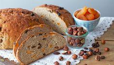 Brød med nødder og frugt | Familie Journal Banana Bread, Desserts, Food, Table, Recipe, Tailgate Desserts, Deserts, Essen, Postres
