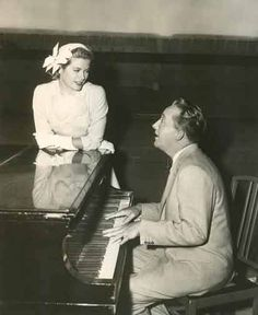 Grace Kelly, Bing Crosby why wasn't I born in this generation Hollywood Music, Golden Age Of Hollywood, Classic Hollywood, Kelly Monaco, Princess Grace Kelly, Bing Crosby, Old Movie Stars, Her Smile, Vintage Movies