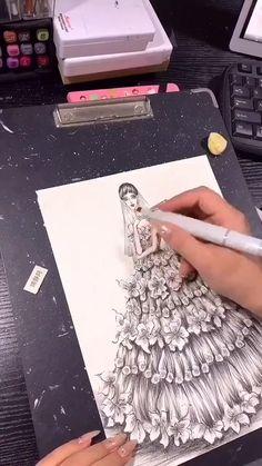Gown Drawing, Dress Design Drawing, Dress Design Sketches, Fashion Design Sketchbook, Art Drawings Sketches Simple, Fashion Design Drawings, Fashion Sketches, Fashion Illustration Poses, Fashion Illustrations