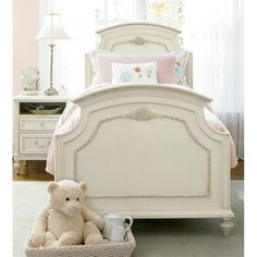 Would your little girl love a bedroom set like this?   #WhiteBedroomSet #Furntiure #PictureIt