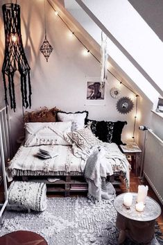 A rustic bedroom will make use of neutral color, wood paneling, and may even come with indoor plants. According to one study, indoor plants can help to reduce overall stress. Room Ideas Bedroom, Home Decor Bedroom, Living Room Decor, Modern Bedroom, Master Bedroom, Contemporary Bedroom, Gray Bedroom, Bedroom Furniture, Bedroom Girls