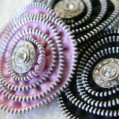 zipper flowers ... These are so cool, would be neat to make a whole bunch and then make a tote/purse out of them