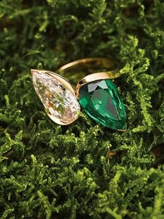 The Toi et Moi ring by Olivier Reza, with a 5.04 carat fancy pink diamond, internally flawless, and a 4.76 carat emerald, set in 18 karat rose gold.