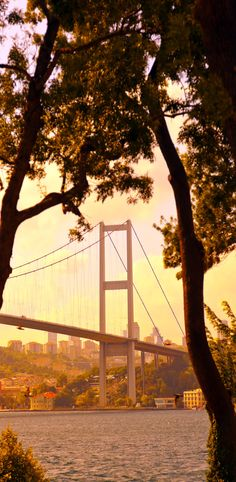 Bosphorus Bridge in Istanbul Turkey - connecting Asia and Europe   |   Top 11 Reasons to Visit Istanbul