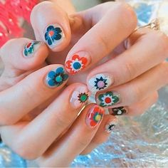 Simple Flower Nail Art Designs are a few of the most revered suggestions for nail art as the various colours and designs of flower nails. Cute Spring Nails, Spring Nail Art, Cute Nails, Pretty Nails, Summer Nails, Flower Nail Designs, Flower Nail Art, Nail Art Designs, Nail Design Glitter