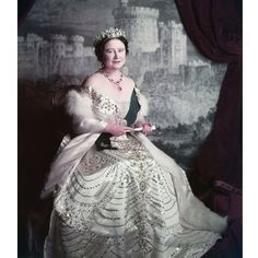 Queen Elizabeth, the Queen Mother, photo Cecil Beaton. So pretty this picture for the Queen Mother. Reine Victoria, Queen Victoria, George Vi, Royal Queen, King Queen, Windsor, Lady Elizabeth, Cecil Beaton, Isabel Ii