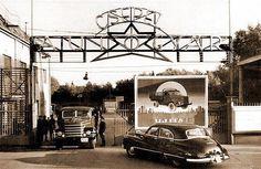 1950-es évek. A Csepel Autógyár kapuja.