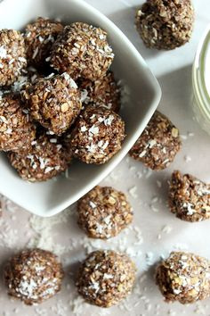 If your in need of a healthy snack, these Nutella Energy Balls might be just what your looking for! We've added chia seeds in our Nutella Energy balls. Nutella Snacks, Nutella Recipes, Raw Food Recipes, Sweet Recipes, Vegan Food, Vegan Energy Balls, Energy Bites, Sin Gluten, Low Fat Desserts