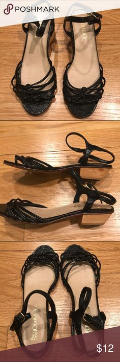 FOOTNOTES Women's Chunky Heel Sandals Heels Sz 5.5 FOOTNOTES Women's black heels / Sandals. Chunky Heel.  Condition: good used condition.   Heel height: 1 inch Size: Women's 5.5 Color: black Footnotes Shoes Heels