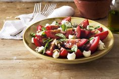 Bocconcini, Tomato and Basil Salad. Bring the national colours of Italy to your table with this delicious balsamic-dressed salad. Vegetarian Recipes, Cooking Recipes, Savoury Recipes, Fun Cooking, Healthy Recipes, Tomato Basil Salad, Salad Places, Bruschetta Toppings, Salads