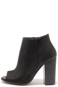 perfect fall shoe // black open-toe bootie with a stacked wood heel