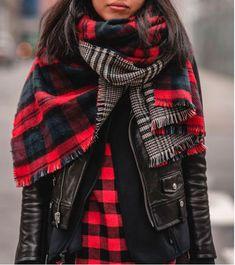 ..если для тепла, то лучше наматывайте на шею объемные палантины, напоминающие плед.