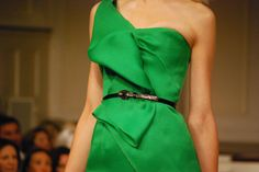 <3<3 Green Style, My Style, Fashion Details, Fashion Design, Green Goddess, Yes To The Dress, Green Fashion, Clothing Patterns, Emerald Green