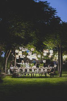 J'aime la décoration champêtre et conviviale de ce jardin, aménagé pour une soirée, dans lequel de nombreuses d'idées sont à retenir. Côté assises J'aime le coin salon avec ses fauteuils confortables(ici fauteuils de jardin Expormim) garnis de coussins, les tables basses fab