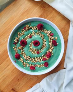Spirulina smoothie  caramelized buckinis  freeze dried raspberries  My newest What I Eat In A Day Video is now up on my channel check it out via the link in my profile  Have a beautiful Tuesday loves! by frommybowl