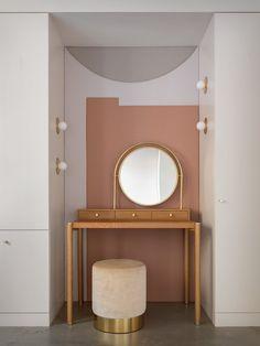 Un loft rénové par Jessica Helgerson Interior Design à Portland Estilo Tudor, Light Hardwood Floors, Concrete Floors, Dark Wood Cabinets, Townhouse Designs, Loft, Pretty Room, Buying A New Home, Modern Bedroom