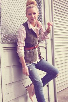 This looks like a girly fisherwoman!  Love the pink flannel with the chunky pearls and the camel-colored belt over the vest!