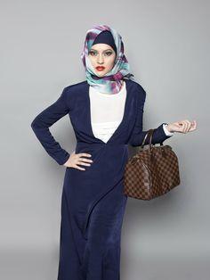 Tampil kece ke kantor dengan 7 gaya hijab berikut ini. Source: sorayakusumawati