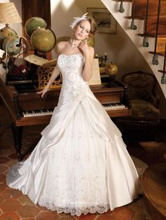 STRAPLESS FLOWER SCALLOPED LACE #LACEWEDDINGDRESSESNZ WITH SATIN OPEN SLIT