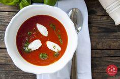 zupa pomidorowa z kozim serkiem i aromatyzowaną oliwą / tomato soup with goat's cheese