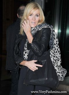 #MichelleCollins Wears A Black And White Tulip Print #Scarf To Christmas Party