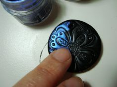 Altered Alchemy : make a simple pendant with polymer clay and pearl-ex powder