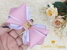 ✔️Laço Camafeu De Luxo💎 (1) (NOVA TÉCNICA) By AMILCA TROPIANO - YouTube Ribbon Hair Bows, Diy Hair Bows, Diy Ribbon, Pocket Pattern, Deco Mesh Wreaths, Diy Hairstyles, Headbands, Needlework, Hair Accessories