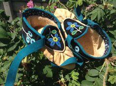 Ojibwe Women's Split toe Moccasins made by Greg Johnson, Lac du Flambeau Ojibwe (Wensaut Private Collection)