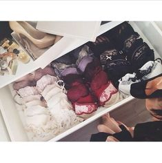 If only...I wish for these beautiful bras and this type of organization!