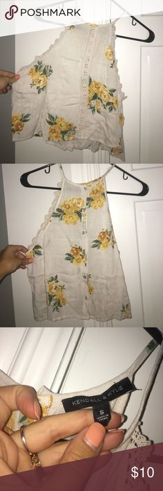 Kylie and Kendal Shirt White floral Tank* BUNDEL DISCOUNTS - WILLING TO NEGOTIATE* Kendall & Kylie Tops Tank Tops