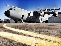 L' A400M de Armee de l'Air est sur la base de Cazaux pour l'étude de chargement d'un Caracal . Lancement  de l'XP!