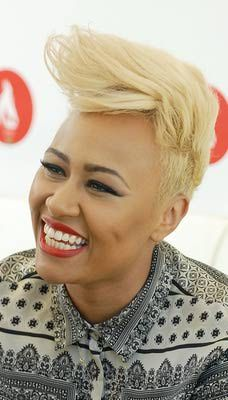 """A hot new trend is the pompadour, also known as the quiff or """"the Faux Hawk"""". Check out these amazing pompadour hairstyles. Quiff Hairstyles, Pompadour Hairstyle, Cool Short Hairstyles, Short Pixie Haircuts, Hairdos, Rihanna Pixie Cut, Girl Short Hair, Short Hair Cuts, Short Hair Styles"""